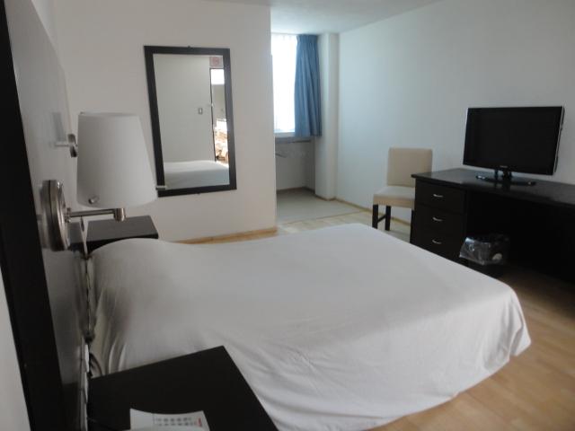 Accesibles habitaciones de hotel en puebla hotel granada for Decoracion de dormitorios matrimoniales sencillos